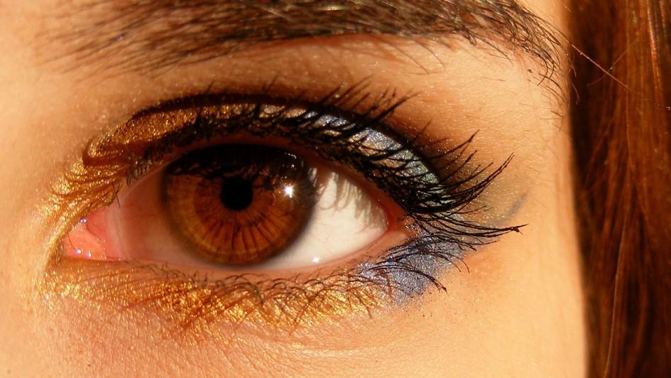 woman_eyemake_01