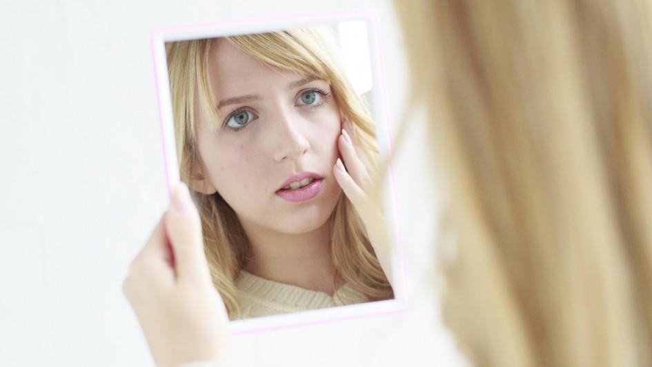 woman_mirror_01