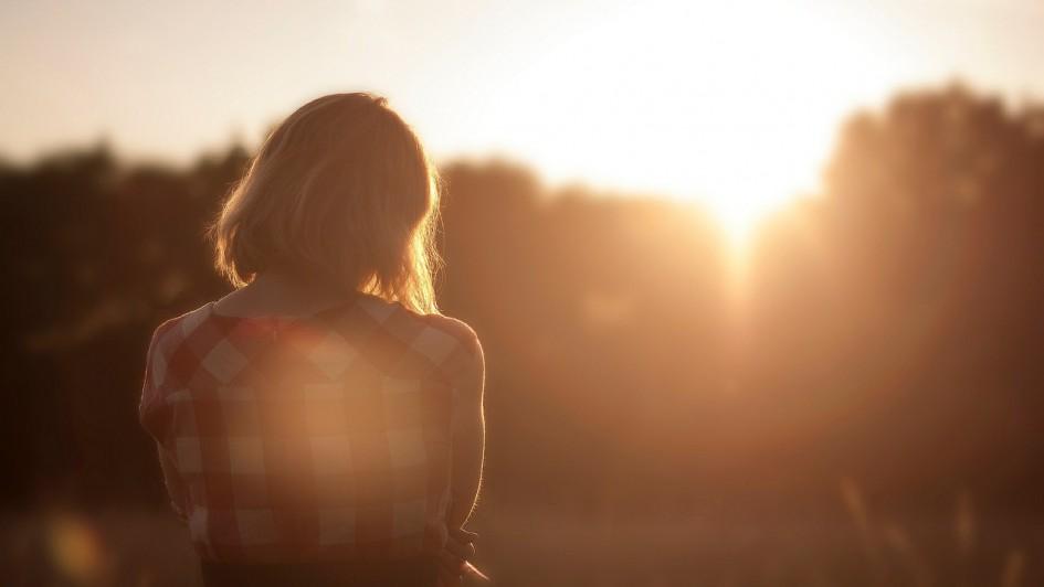 woman_alone_04