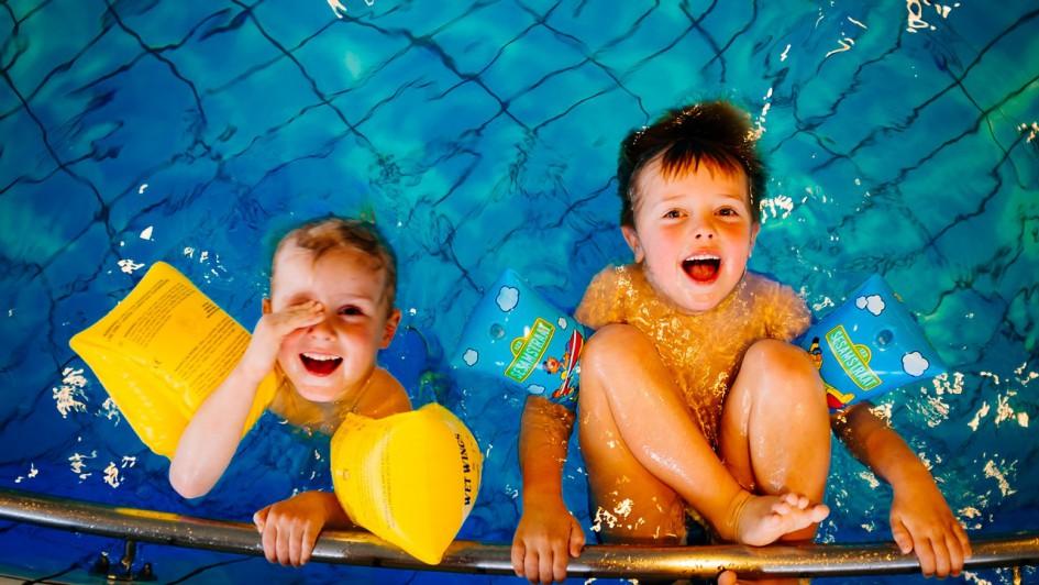 swimming-933217