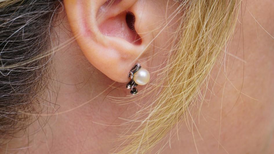 earring-1451014_1280